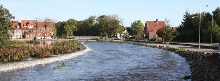 I Tønder by er der etableret et stenstryg i forbindelse med at genskabe fiskepassage ved en gammel mølleopstemning