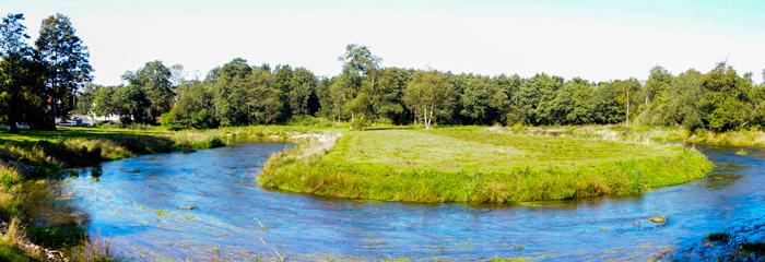 Sneum Å ved Bramming, hvor der er et etableret et grusstryg, ved det nedlagte dambrug
