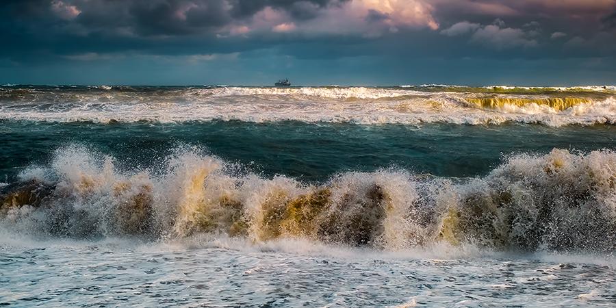 Oprørt hav. Foto: Colourbox